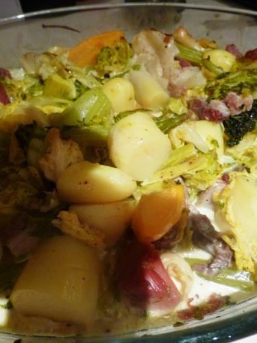 porc,chou vert,pommes de terre,baies genievre,lard,petit salé,poireau,céleri vert,navet,clou de girofle