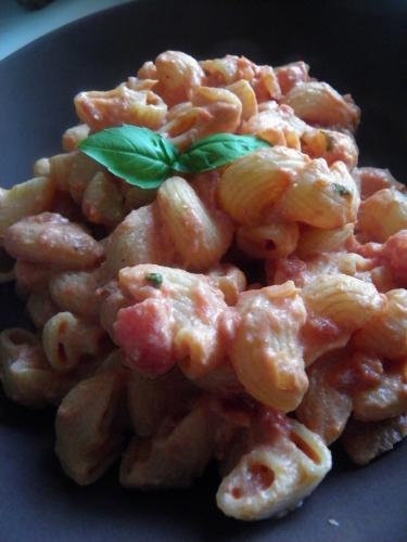 tomates,pates,basilic,ricotta,parmesan