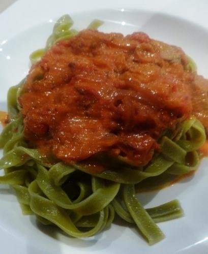 cumin,veau,paprika,tomates,creme fraiche epaisse,tagliatelle verde,cayenne,fond de veau
