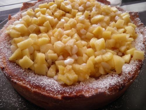 beurre,poudre d'amandes,sucre vanillé,vanille,sucre glace,mascarpone,maïzena,fromage blanc,pommes boscoop,sucre perlé,citron,oeufs