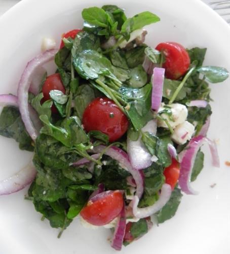 Anchois, Cresson, Tomates Cerises, Olives Noires, Feta, Ciboulette, Oignon Rouge