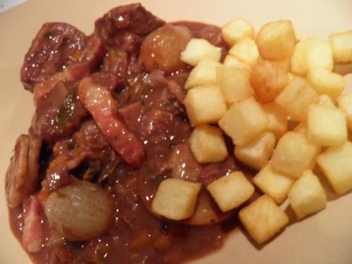 boeuf,vin rouge,poireaux,celeri,carotte,ail,oignons grelots,saindoux,marc de bourgogne
