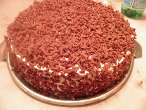 farine,maïzena,cacao,cerises,chocolat noir,amandes,miel,oeufs,mascarpone,kirsch,vanille,confiture de cerises