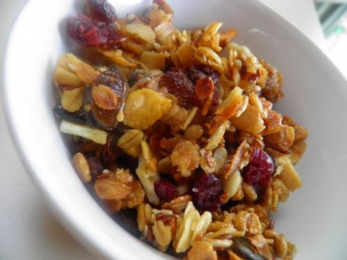 jus d'orange,flocons d'avoine,flocons 5 céréales,noix de cajou,noix,noisettes,graines de tournesol,graines de potiron,amandes effilées,graines de lin,graines de sésame,fleur de sel,miel,sucre de canne,cranberries,raisins secs,noix de coco,bananes sèchées,dattes