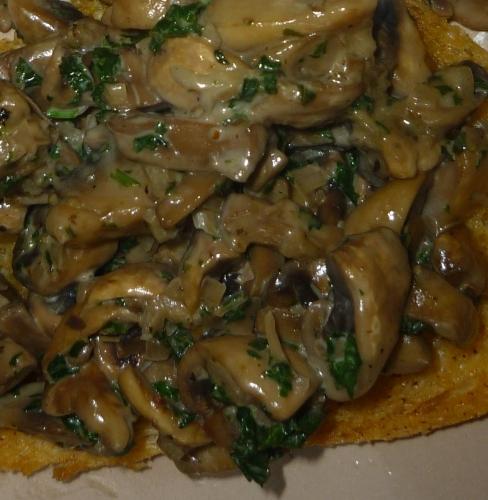 champignons de paris,pain,echalote,ail,persil,crème liquide,vinaigre balsamique,cognac