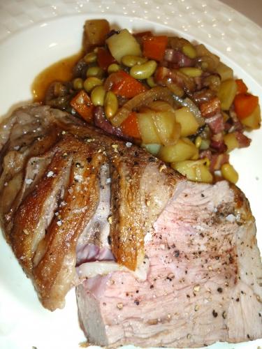 gigot d'agneau,agneau,carottes,oignons,pommes de terre,francelines,ail,lardons fûmés,flageolets,bouquet garni,vin rouge,fond d'agneau,fleur de sel