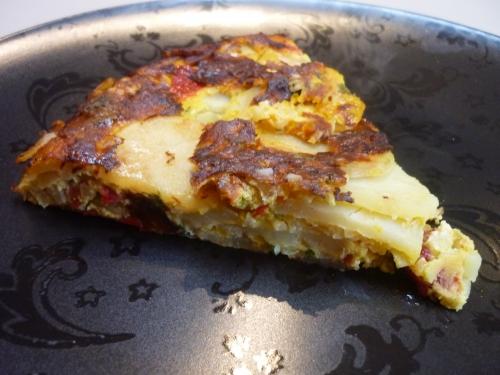 oeufs,chorizo,oignons,ail,pimientos del piquillo,piment d'espelette,persil