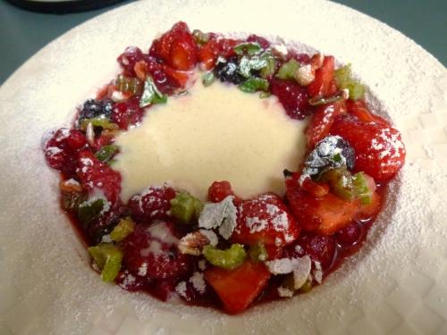 fraises,framboises,mures,groseilles rouges,menthe,céléri vert,noix,amandes,vinaigre balsamique,citron vert,wodka,crème pâtissière,yaourt,crème epaisse,huile de noix,oeufs,vanille