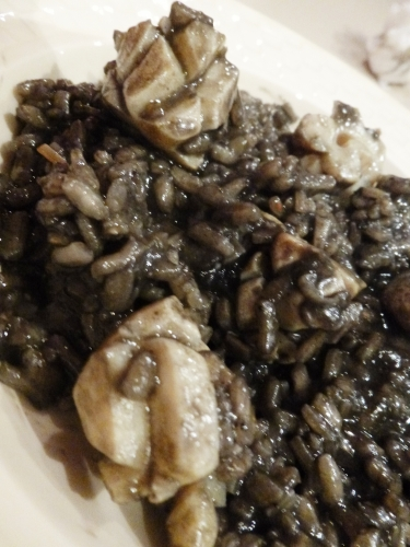 arborio,carnaroli,vialone nano,seiche,encre de seiche,vin blanc sec,bouillon de légumes,bouillon de moules,ail,parmesan