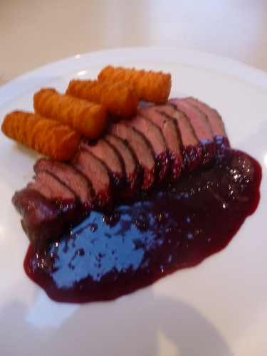 magret,canard,piment d'espelette,cassis,vinaigre de vin à la framboise,vin rouge,fond de volaille,banuyls,echalotes,miel,oranges