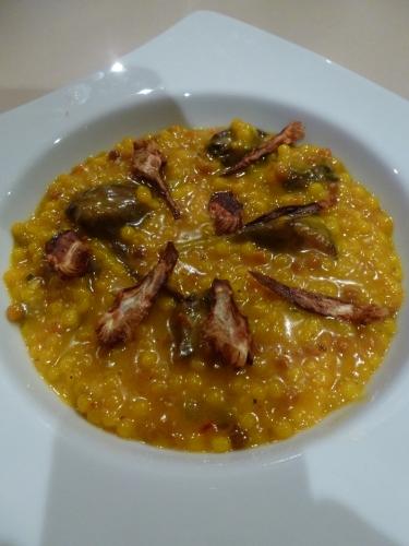fregola,artichauts,parmesan,safran,bouillon de volaille,os à moële,ail,echalote,thym,crème,beurre