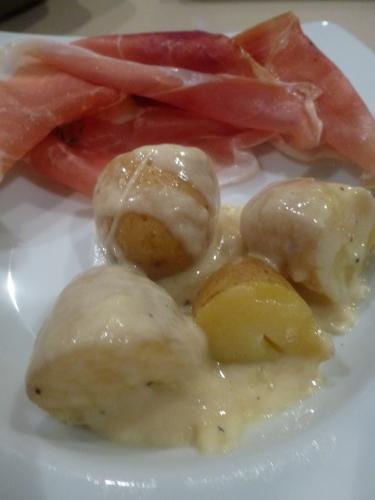 etivaz,vacherin fribourgeois,ail,vin blanc,kirsch,poivre,pain,grenailles,muscade