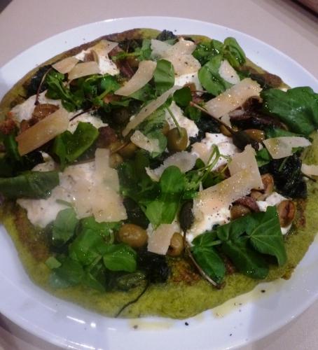 epinards,farine 00,levure sèche,huile d'olive,pignons de pin,parmesan,basilic,ail,citron,ricotta,cresson,olives vertes,câprons,anchois