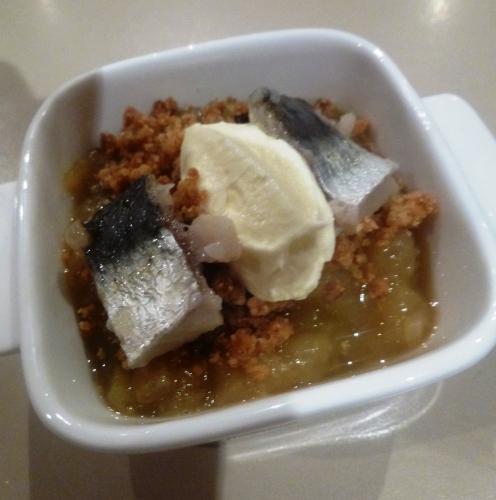 aubergine,jus de pomme,cardamome,vin blanc sec,citron,sucre de canne,farine,beurre,crème epaisse,sardine,huile d'amande,ciboulette