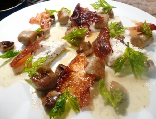 poulet,volaille,truffe,oeuf,crème,bouillon de volaille,peau de volaille,jus de volaille,céleri vert,champignons,pommes de terre,bintjes,chataîgnes,farine,farine de châtaignes