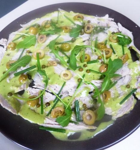 veau,carottes,poireau,oignon,ail,vin blanc sec,oeuf,basilic,raifort,olives vertes,citron,roquette,ciboulette,poivre vert en saumure,fleur de sel