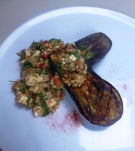 aubergine,poivron rouge,aneth,persil plat,feta,huile d'olive,cumin,canelle,paprika fûmé,avoine,citron,roquette