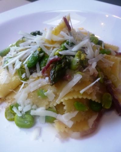 sagnarelli,pâtes,citron,vin blanc sec,fèves des marais,echalotes,asperges vertes,pecorino romano