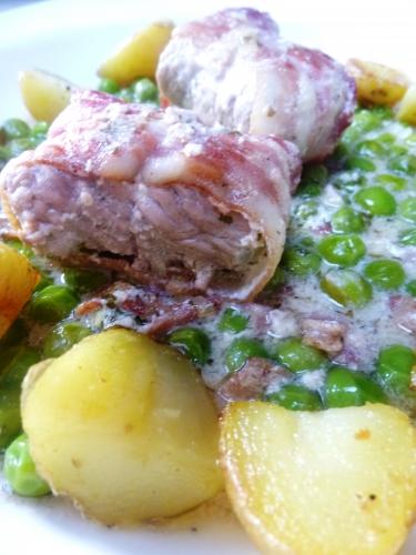 grenailles,pancetta,veau,lard fûmé,vin blanc,fond de veau,petits pois,jeunes oignons,ail,huile d'olive,beurre,sauge,menthe,ricotta