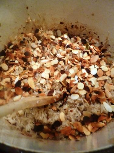 graines de coriandre,graines de cumin,piments,echalotes,ail,racines de coriandre,gingembre,citronelle,sucre de palme,basilic thaï,huile d'arachide,poivre vert,tamarin,canard,mini-aubergines,lait de coco,bouillon de volaille,sauce poisson,citron vert,jeunes oignons,riz basmati,girofle,laurier,5 épices,cardamomes,coriandre,amandes effilées,bok choy,huile de sésame,graines de sésame noir,sauce soja