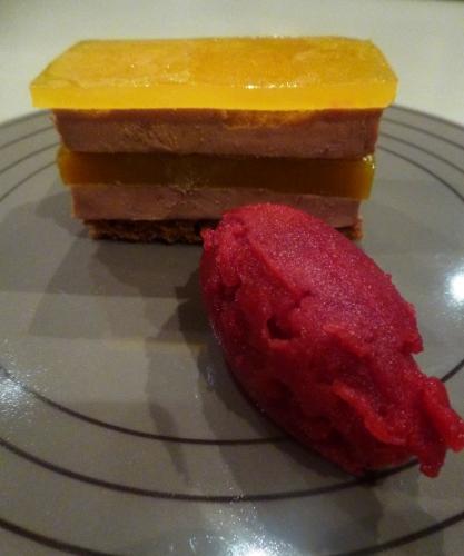 foie gras,pain d'epices,mangues,jus fruit de la passion,kumquats,gélatine,agar-agar,gingembre,ail,sauternes,vinaigre de vin blanc,sucre,betterave,vinaigre balsamique,vinaigre de xères,glucose atomisé