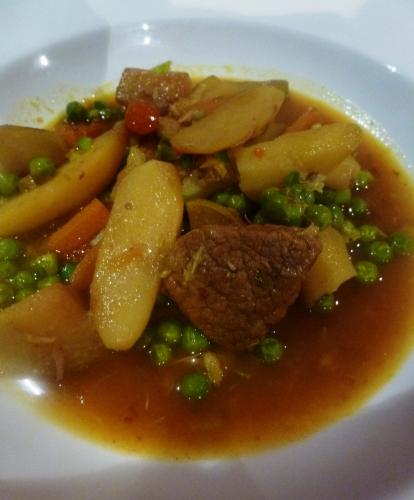 veau,chou-rave,carottes,artichauts,rattes,jeunes oignons,ail,petits pois,citron,ras-el-hanout,bouillon de légumes,vin blanc sec,huile d'olive