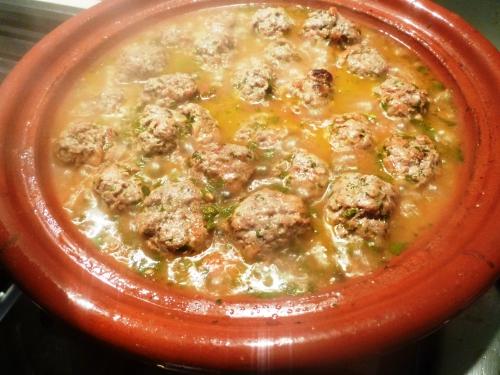 agneau haché,oignon,coriandre,cumin,piment,paprika,persil plat,menthe,huile d'olive,oeufs,tomates,gingembre,cannelle