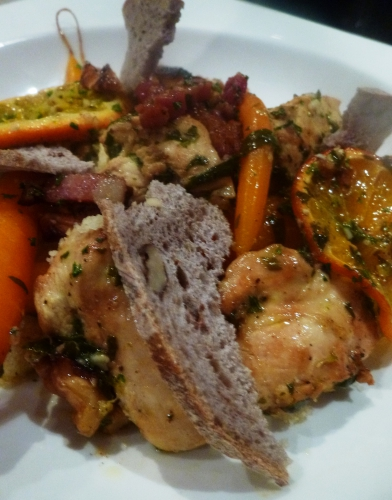 poulet,estragon,ail,oranges,vinaigre de kalamansi,huile d'olives,carottes,semoule,pain de seigle au levain,noix,lardons,fond de volaille,persil