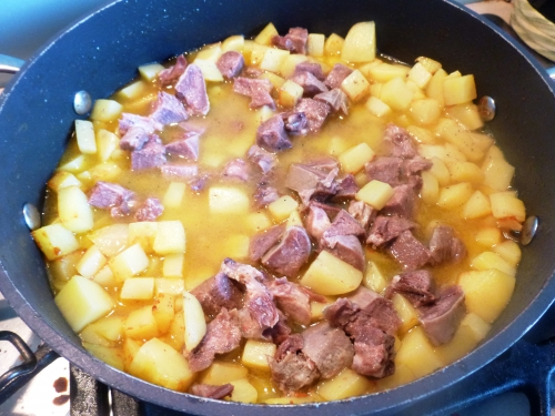 oignon,carotte,bouquet garni,langue de porc confite,pomme de terre,lentilles vertes,fond de veau blanc,fond de volaille blanc,clou de girofle,baie de genièvre,oseille,vinaigre de xères, saucisson de montbéliard, saucisson de morteau