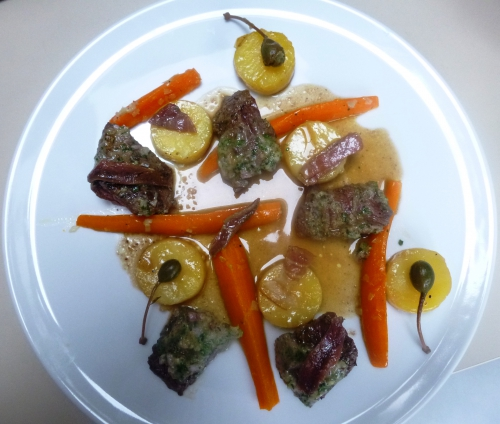 carottes,ail,echalote,onglet,scottish beef,anchois,câprons,poudre d'amandes,fond blanc,jambon cru,pommes de terre,laurier,thym,beurre,persil,citron vert