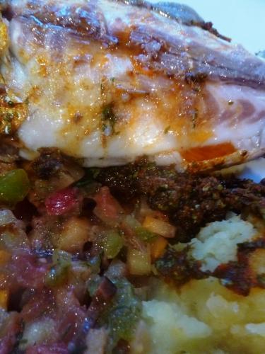 pommes de terre,huile d'olive,sel,poivre,gros sel,dorade,paprika doux,paprika fort,cumin,coriandre,persil plat,ail,citron,safran,fenouil,courgette jaune,tomates,green zebra,olives noires,fraises,piment d'espelette,fleur d'huile d'olive,poudre serenissima,roëllinger