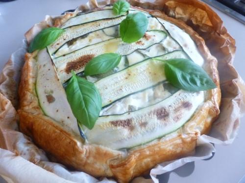 courgette,chèvre frais,basilic,oignon,ail,piment d'espelette,pâte feuilletée,oeufs,crème,lait