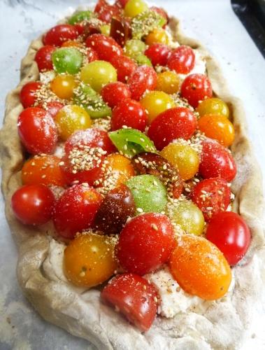 farine,seigle,graines de sésame,piment d'espelette,chèvre frais,tomates cerises,sucre roux,pesto rouge,beurre