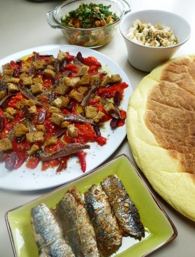 poischiches,tahine,ail,citron,cumin,paprika,piment,câpres,cornichons,coriandre,persil,huile d'olive