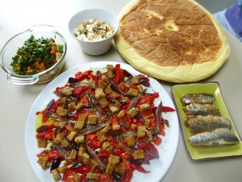 feta,thym,origan,paprika,huile d'olive,oignon rouge,grains de coriandre,grains de fenouil