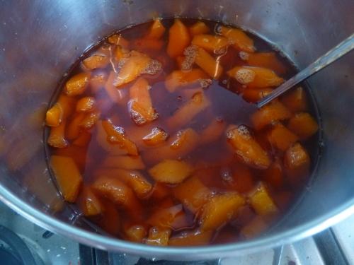 Coings, Sucre, Safran, Clous de Girofle, Citrons, Gingembre, 4 épices, Beurre