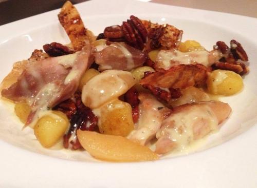 cuisses de poulet,gnocchi,sauge,stilton,crème,noix de pécan,poires,sucre