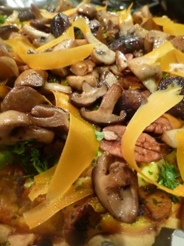farine,beurre,mimolette,oeuf,champignin de paris,marrons,champignons sauvages,carottes,echalotte,lard,citron,ail,cerfeuil,noix de pécan,crème,persil,vinaigre de xères,vinaigre balsamique,cayenne,muscade