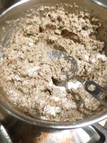 entrecôte,monbéliarde,pommes de terre,champignons,estragon,fond brun,fond blanc,jambon à l'os,ail,persil,echalote,thym,laurier,cocos de paimpol,bouillon de volaille,crème,vinaigre d'estragon,piment d'espelette,choux verts frisé,lard fûmé