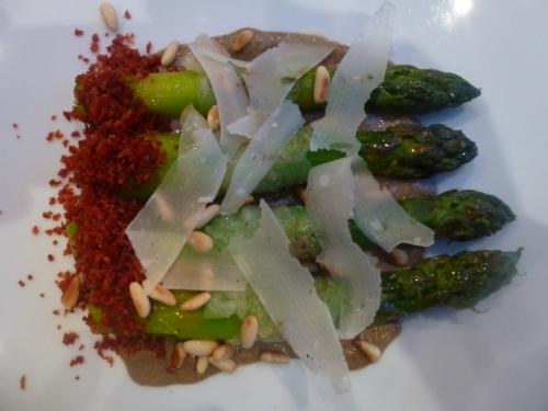 asperges vertes,champignons,morilles parmesan,pignons de pin,jambon de bayonne,crème,fond de veau,lardo di collonatta,citron
