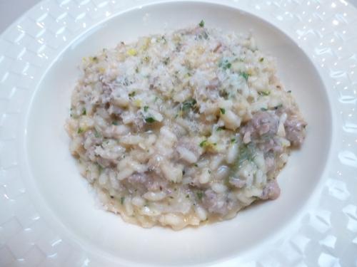 lampascioni,bouillon de légumes,riz a risotto,vin blanc,saucisse italienne au poivre,parmesan,beurre,ail,persil,sauge,piment,paprike,jus de citron vert