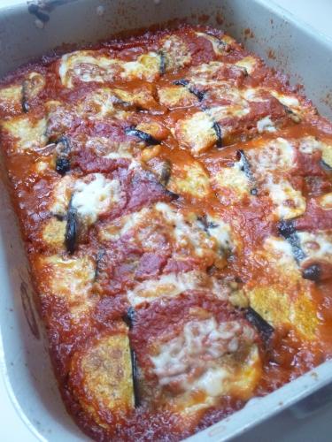 aubergines,anchois,origan,passata de tomates,capres,citron,ricotta,parmesan,ail,cayenne,basilic,mozzarella,vinaigre balsamique