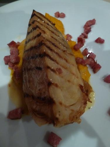 chou pointu,carottes jaunes,harissa,saucisson de morteau,vin blanc,riesling,citron,beurre,echalote,jus de choucroute