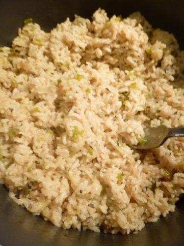 riz de camargue,bouillon de volaille,oignon,céleri vert,poivron vert,ail,paprika,piment de cayenne,origan,basilic,crevettes,scampi,épices cajun,vin blanc,huile d'olive,citron,persil plat