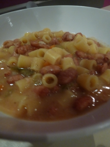 borlotti,pâtes,huile d'olive,parmesan,piment d'espelette,carotte,oignon,céleri,ail,tomates,sauge,laurier