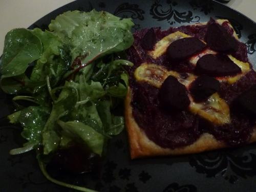 pâte feuilletée,betteraves,oignons rouges,vinaigre de xères,piment d'espelette,fromage li p'tit rossé,graines de carvi