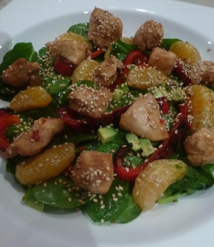 poulet,epinards,poivron rouge,clémentines,graines de sésame,huile d'olive,thym,piment,sirop d'érable,sauce teriyaki,moutarde,avocat