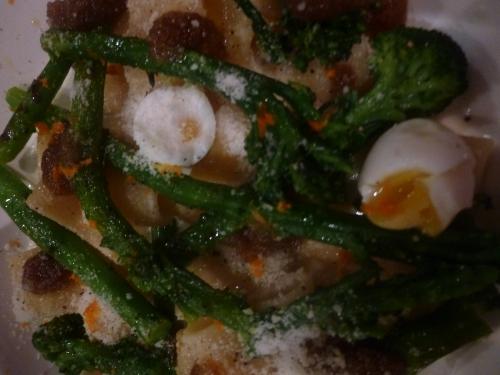 paccheri,calamaretti,orange,pecorino,oeufs de caille,broccoletti,ail,thym,mozzarella,crème,lait,piment,huile d'olive,acnhois,amandes