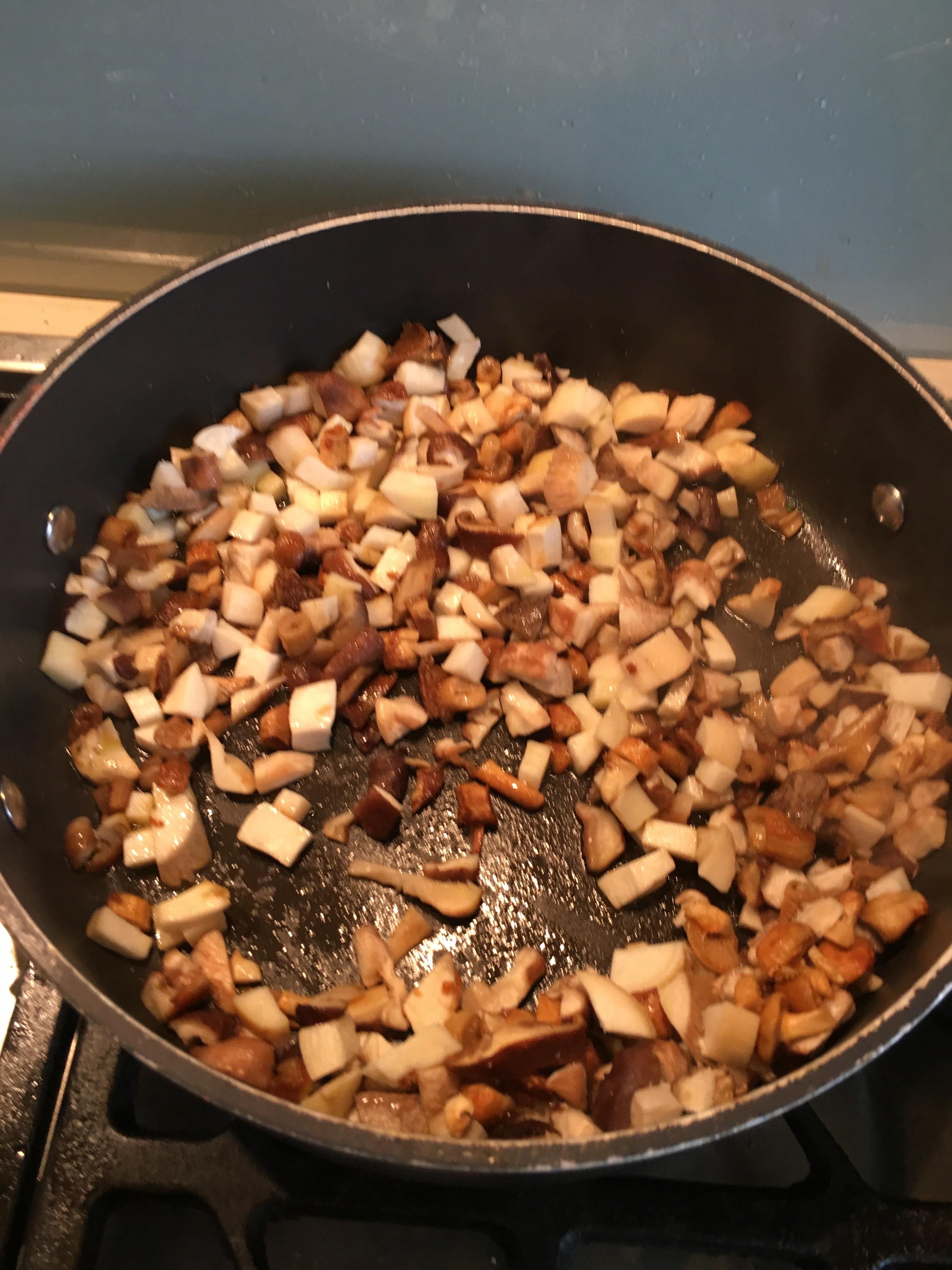 Risotto aux asperges blanches et champignons de Bruxelles (shiitake, eryngii et nameko ...